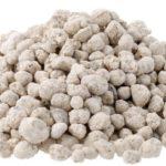 高価な肥料 (有機肥料) と安価な肥料 (化成肥料) の違いは何?使い分け方は?