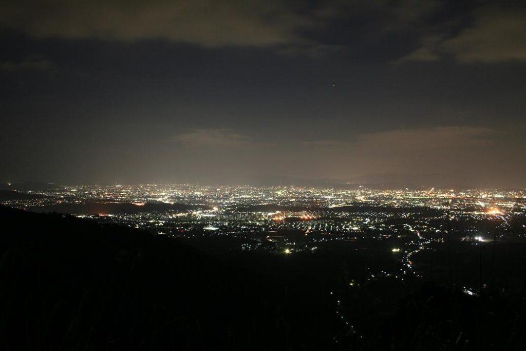 ポンポン山の夜景
